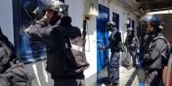 """""""هيئة الأسرى"""": توتر شديد في سجن عوفر ووحدات القمع تهدد باقتحامه"""